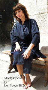 yukata o kimono de verano en algodon azul marino