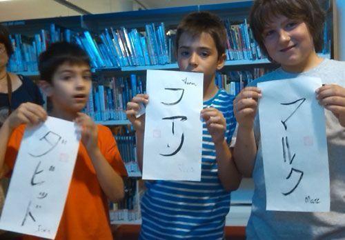 Escribiendo nombres en katakana.
