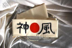 "Hachimaki típico japonés, ""kamikaze"", ""viento de Dios"""